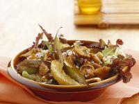 Herbstlicher Salat mit Pfifferlingen Rezept