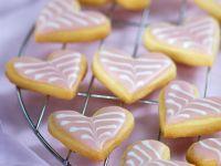 Herz-Plätzchen mit Zuckerglasur Rezept