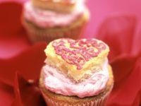 Himbeer-Cupcakes mit Herz Rezept