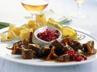 Hirschgulasch mit Preiselbeeren Rezept