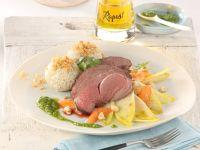 Hirschnuss mit Kerbel-Pesto, karamellisiertem Chicorée und Mohn-Quarkknödeln