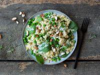 Hirsesalat mit Spinat und Erbsen Rezept