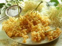 Hollerküchle (frittierte Holunderblüten) Rezept