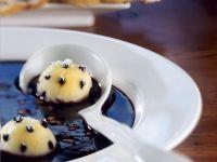 Holundersuppe mit Grießbällchen und Waffeln Rezept