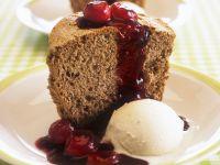 Honigkuchen mit Kirschen und Vanilleeis Rezept