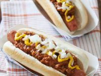 Hot Dogs mit Chili