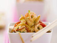 Hühnchen-Garnelen-Salat mit Nudeln und Gemüse Rezept