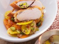 Hühnchen in Cornflakespanade mit Möhren und Pistazien