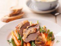 Hühnchen mit Salbei, Zuckererbsen und Karotten Rezept