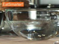 Wie Sie Gelatine richtig in Wasser einweichen