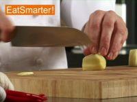 Wie Sie Ingwer geschickt in Streifen schneiden