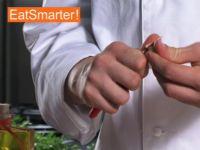 Wie Sie Knoblauch ganz einfach mit dem Messer grob hacken