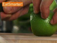 Wie Sie eine ungeschälte Limette am besten in Scheiben schneiden