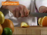 Wie Sie eine Orange am besten in große Würfel schneiden