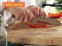 Wie Sie Paprikaschoten ganz einfach in Streifen schneiden