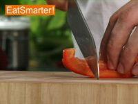 Wie Sie Paprikaschoten im Handumdrehen in grobe Stücke schneiden