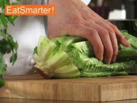 eine salatgurke waschen sch len putzen und entkernen eat smarter. Black Bedroom Furniture Sets. Home Design Ideas