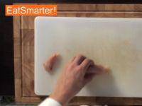 Wie Sie Hähnchenbrustfilet mühelos in große Würfel schneiden
