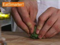 Wie Sie Salbeiblätter am besten hacken