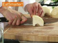 Wie Sie Knollensellerie am besten in große Würfel schneiden