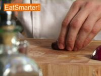 Wie Sie eine Zwiebel blitzschnell in Stücke schneiden