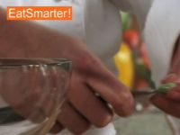 Wie Sie dicke Bohnenkerne im Handumdrehen aus der Haut lösen