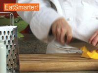 Wie Sie Butternutkürbis gleichmäßig in Würfel schneiden