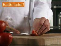 Wie Sie eine Tomate mühelos entkernen und in Streifen schneiden