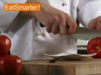 Wie Sie eine Tomate gekonnt aushöhlen