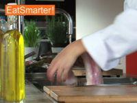 Wie Sie Seeteufelfilet richtig waschen, trocknen und schneiden
