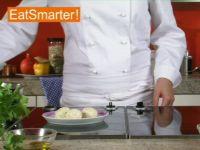 Wie Sie Topfenknödel am besten in Salzwasser garziehen lassen