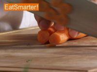 Wie Sie Möhren geschickt in dünne Scheiben schneiden