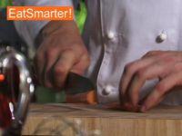 Wie Sie eine Möhre ganz einfach in kleine Stücke schneiden