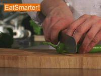 Wie Sie eine Spitzpaprikaschote ganz einfach in Ringe schneiden