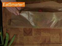 Wie Sie Gemüse zum Garen gekonnt in Papier verpacken