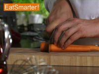 Wie Sie Möhren blitzschnell in große Stücke schneiden