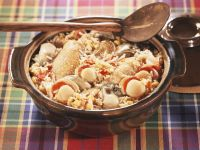 Indonesische Reispfanne mit Hähnchen, Jakobsmuscheln und Austern (Jambalaya)