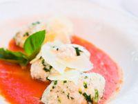 Italienische Ricottanocken mit Tomatensoße (Malfatti)