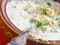 Joghurt-Gurken-Kaltschale mit Walnüssen Rezept