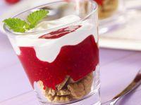 Joghurt-Himbeer-Dessert mit Keksen Rezept