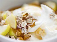 Joghurt mit Haferflocken und Apfel Rezept