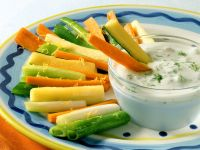 Joghurt-Walnuss-Dip und geschmortes Gemüse