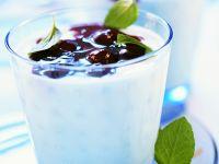 Joghurtcreme mit Kirschsauce Rezept