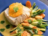 Kabeljau mit Orangensauce und Gemüse
