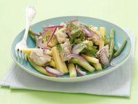 Käse-Bohnen-Salat mit Zwiebeln und Makrele Rezept