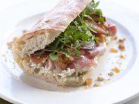 Käse-Ciabatta mit Birne und Schinken Rezept