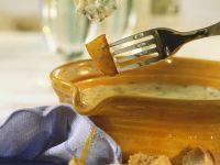 Käsefondue mit Kartoffeln, Shrimps und Brot Rezept