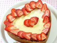 Käsekuchen mit Erdbeeren und Eierlikör Rezept
