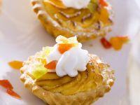 Käsekuchen-Törtchen mit kandierten Früchten Rezept