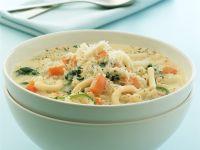 Käsesuppe mit Gemüse und Nudeln Rezept
